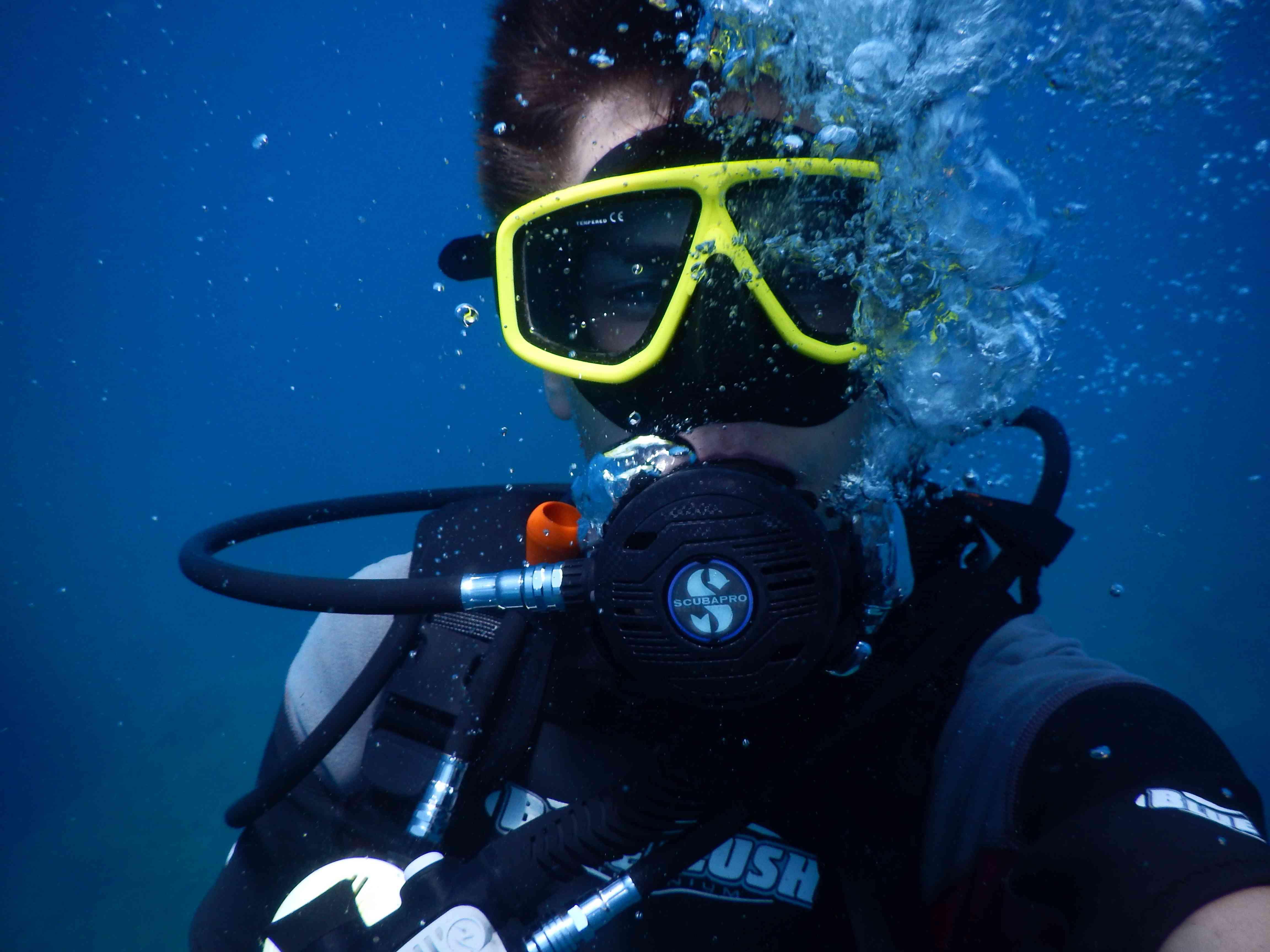 lentic_diving_scuba_diver